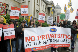 Staff protest outside National Gallery